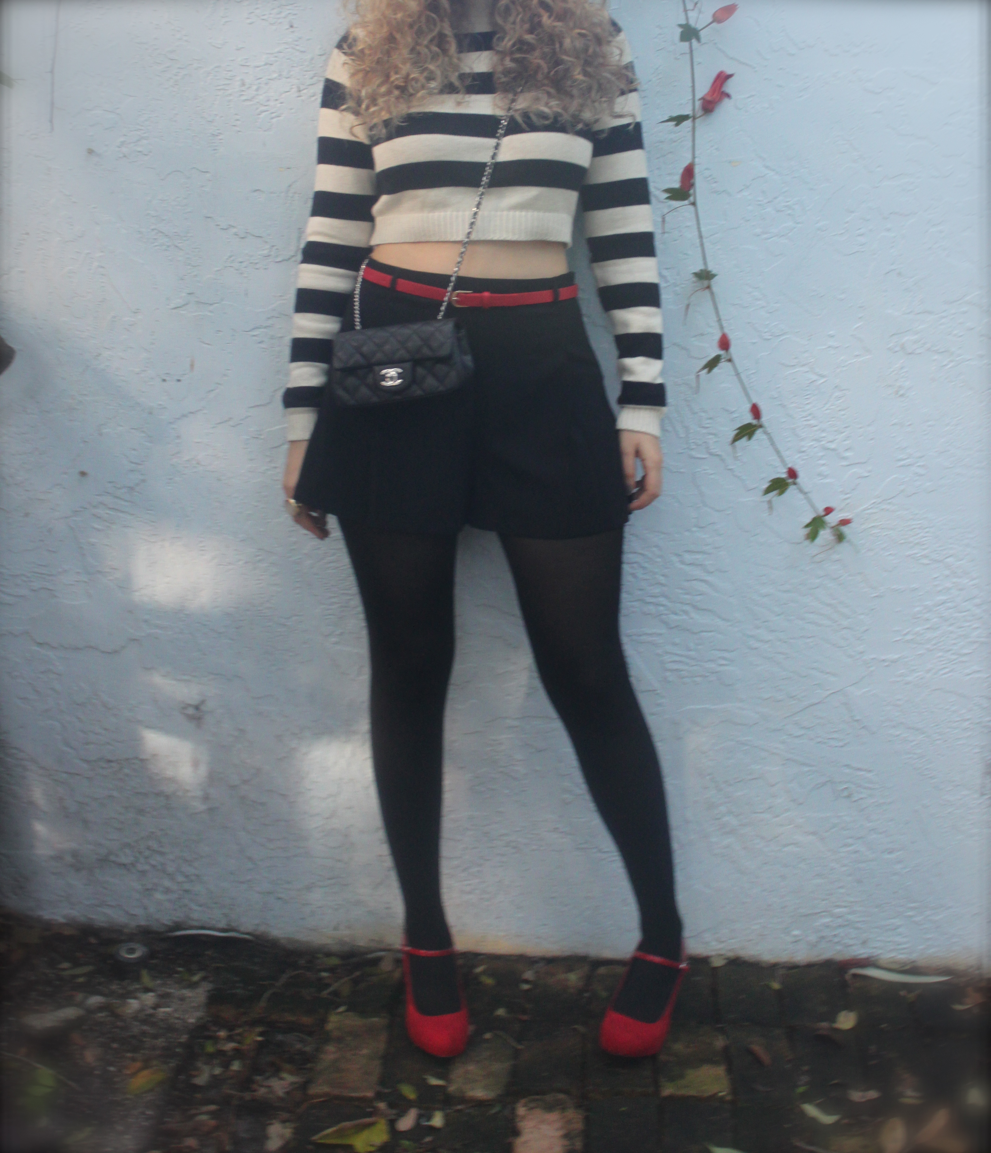 cropped sweater shorts with tights � the mamanista